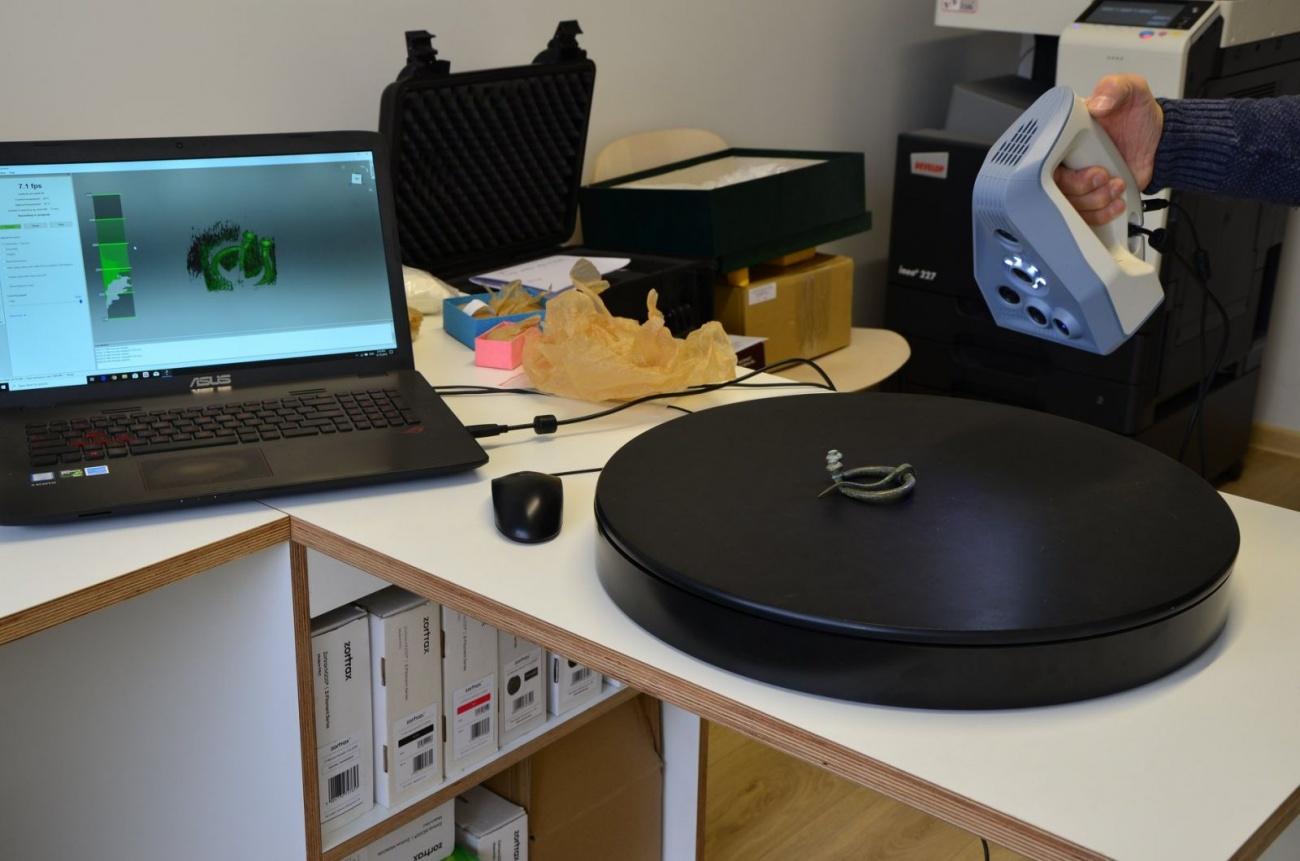 Muziejaus eksponatai 3D formatu